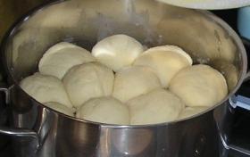 Dampfnudeln (Dumplings)