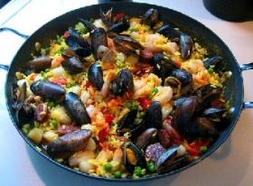 Paella Valenciana amb Mariscos (Valencian Paella with Shellfish)