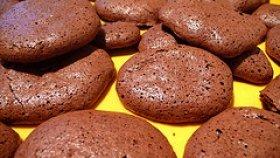 Homemade Chocolate Chip Meringues